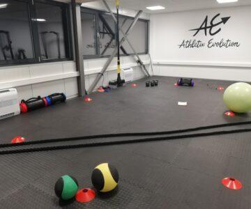 Athletix Evolution - Preparation du circuit Cross Training par Personal Trainer (Coach Sportif) à Sion en attendant que les clients soit chauds