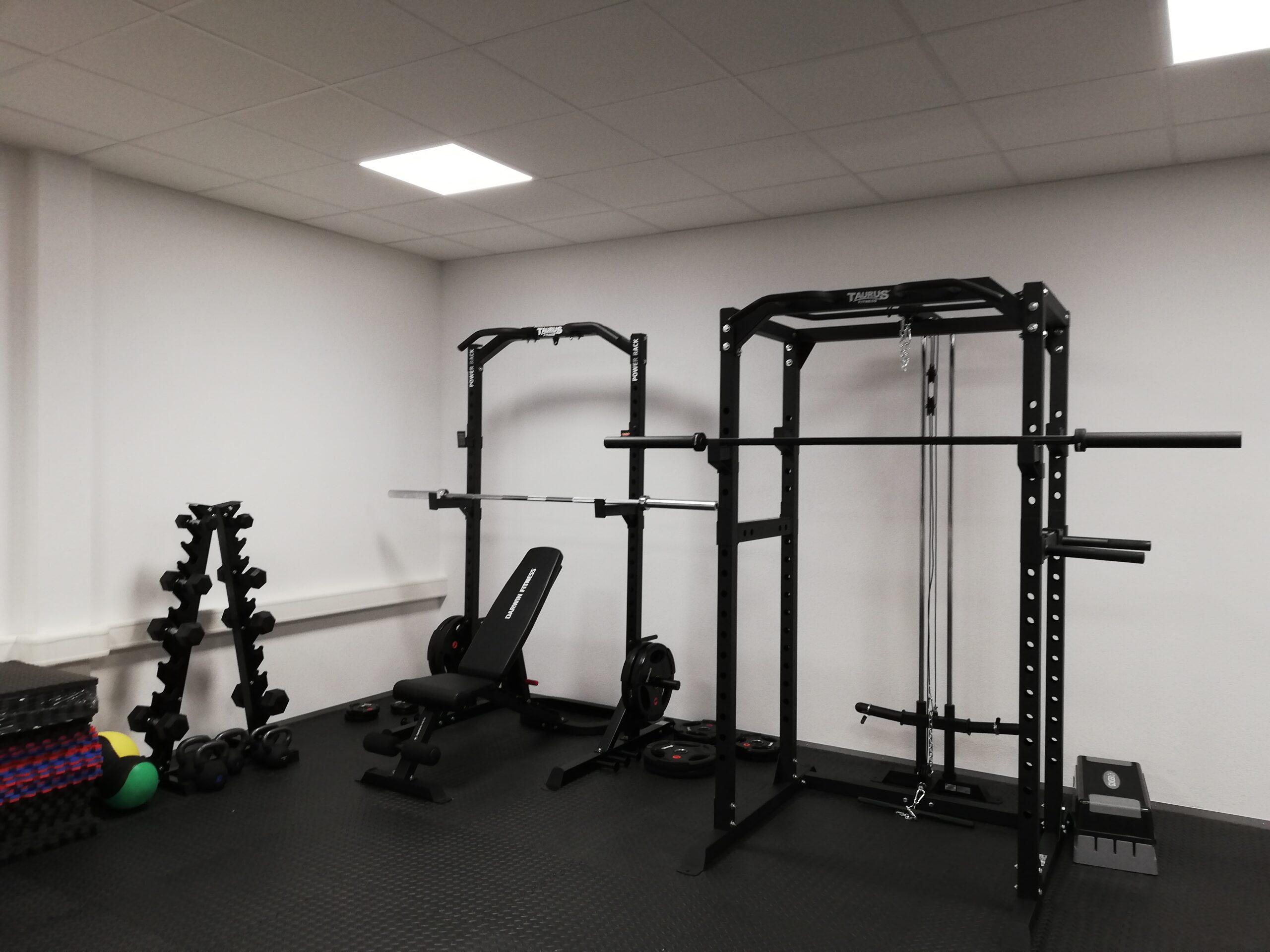Athletix Evolution - Magnifiques Squat Racks chèz nous - Locaux Activité et services